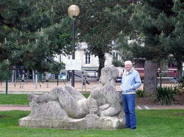 Derek & sculpture