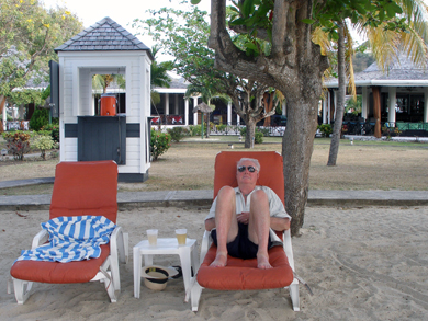 The smallest beach bar in the world?