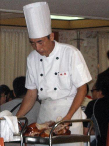 Chef carving Beijing Duck