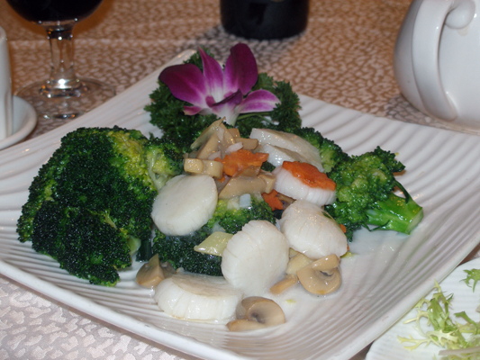 Scallops with vegetables
