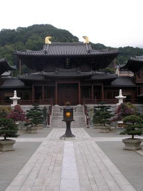 Chi Lin nunnery main prayer hall
